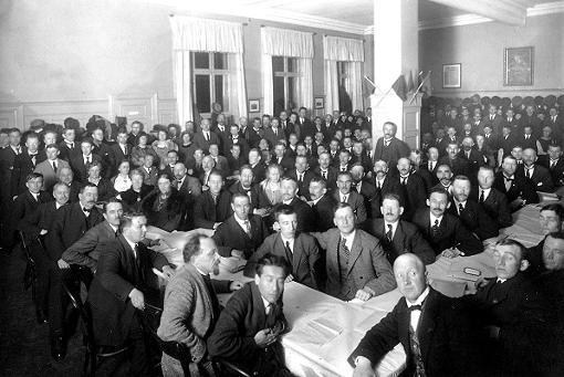 Partiets stiftelsesmøte i Østkanten Folkets hus 1923 etter splittelsen på DNAs ekstraordinære landsmøte